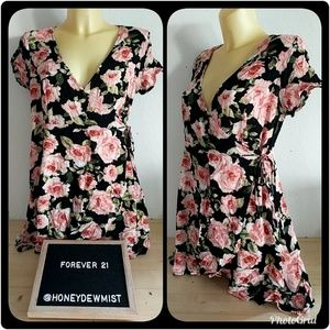 • Forever 21+ • Floral Rose Patterned Wrap Tunic